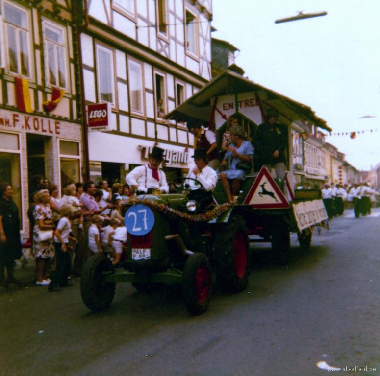 Schützenfest1973-71-GerhardWulfes-UweHagemann
