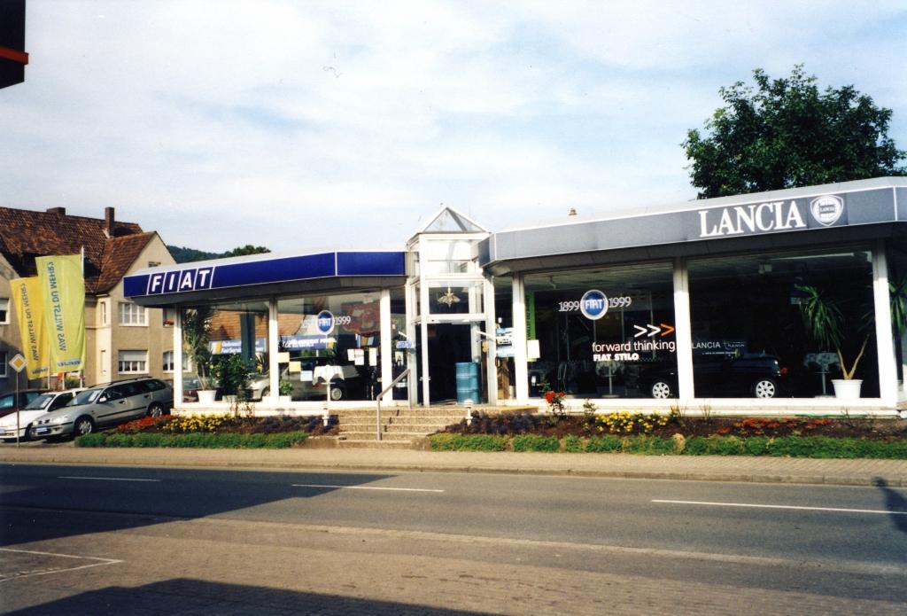 Zeuner2002-01-NeueHalle