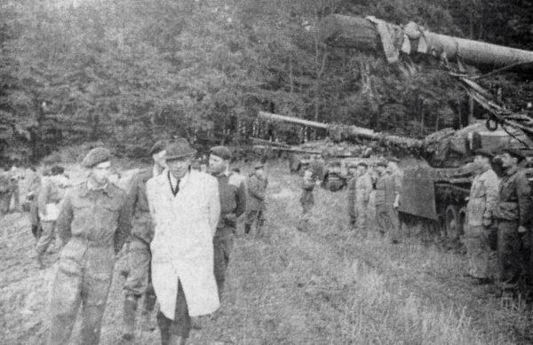 Dei' britische Verteidigungsminister Thorneycroft besuchte die Manövertruppen
