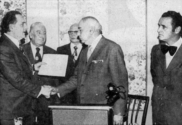 Fritz Büchting wurde für 30jährige Tätigkeit als Vorsitzender des Bezirks Alfeld im Deutschen Allgemeinen Sängerbund geehrt