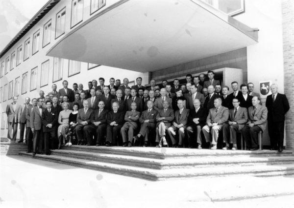 Finanzamt1950er-01-Belegschaft